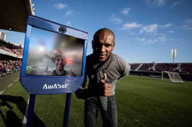 Las Fundaciones del FC Barcelona, Olympique Lyon y Eric Abidal presentan Robot Pol