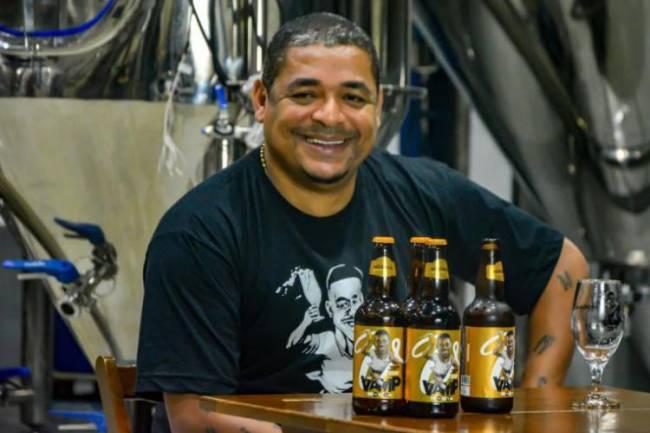 El ex futbolista brasileño Vampeta lanza su propia cerveza