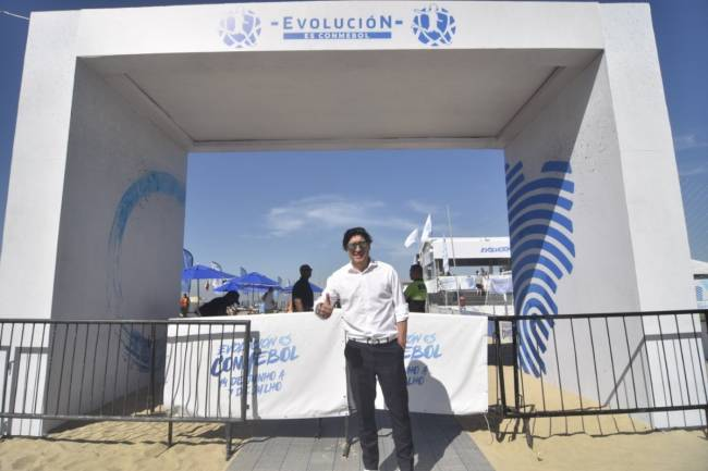 """Iván Zamorano visitó el Espacio """"Evolución es CONMEBOL"""""""
