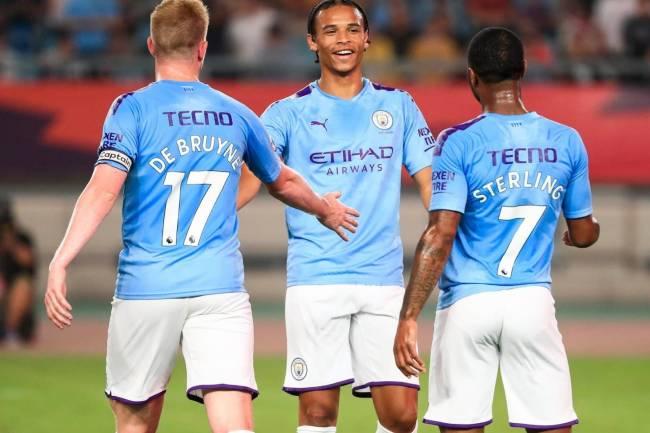 Manchester City luce una indumentaria especial en su gira por China