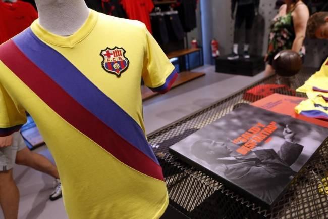 Barcelona lanza una colección en homenaje a Johan Cruyff