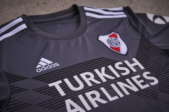 Adidas celebra sus 70 años con una camiseta especial para River Plate
