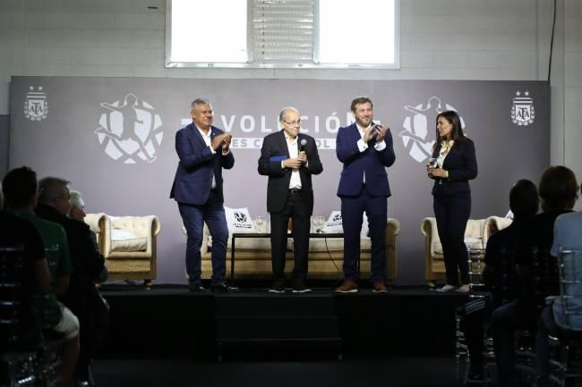 """CONMEBOL y AFA presentan el libro """"Estrategias para proyectos de selecciones juveniles de Conmebol"""""""