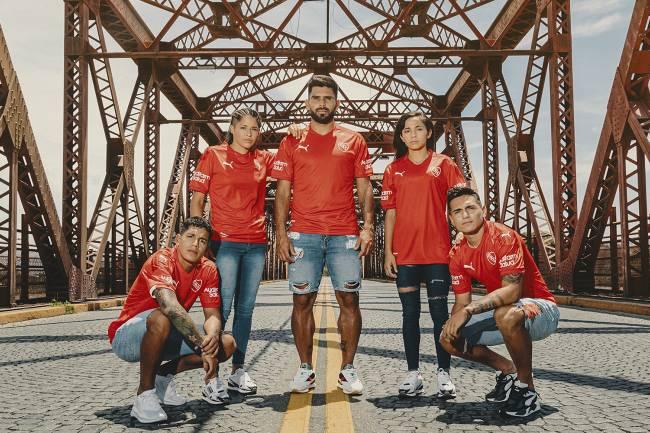 Puma presentó las nuevas camisetas de independiente