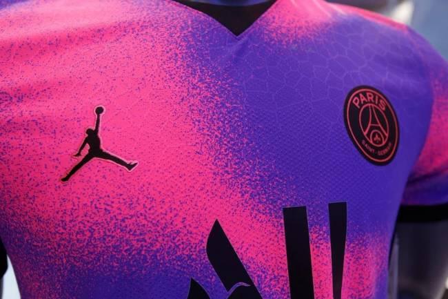 PSG presentó su nueva camiseta de otra dimensión