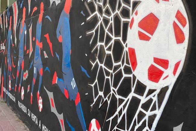 Budweiser homenajea a Messi a través de arte urbano en Peru Beach