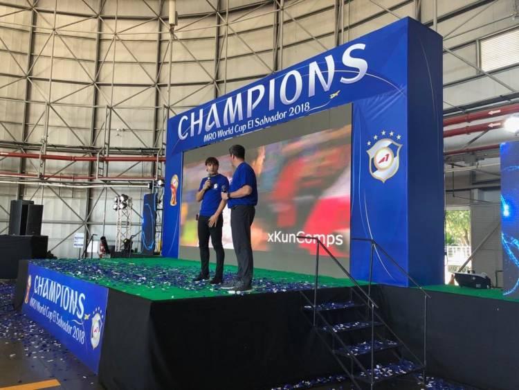 Aeroman celebró el final de año junto a Fernando Morientes y Fernando Palomo