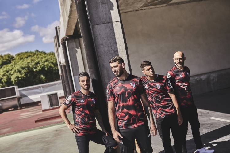 Adidas presenta la tercera camiseta de River Plate