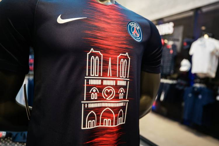 PSG recaudó 100.000 euros por la camiseta conmemorativa de Notre Dame