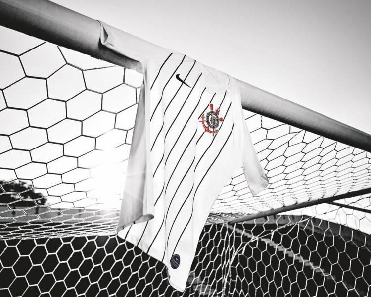 Nike y Corinthians homenajean a Ronaldo