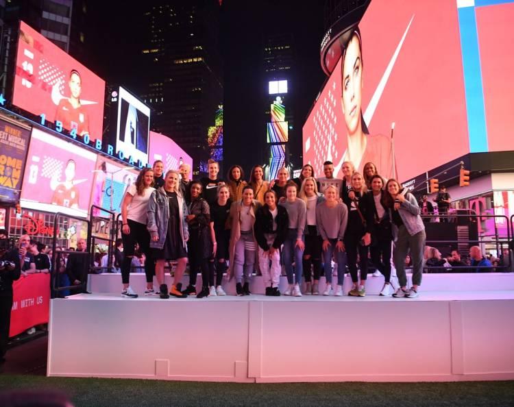 Nike despidió al equipo femenino estadounidense en el Time Square