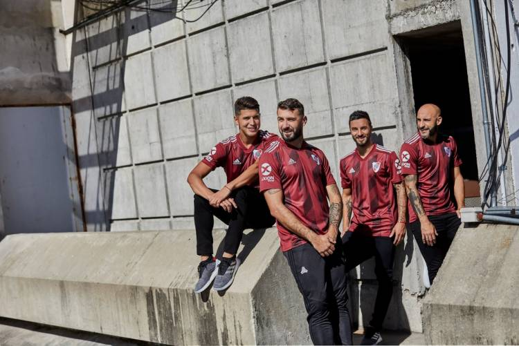 Adidas reedita una camiseta histórica de River Plate