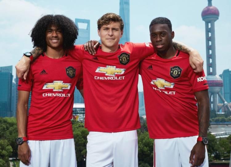 TAG Heuer homenajea a Manchester United en el vigésimo aniversario de la triple corona