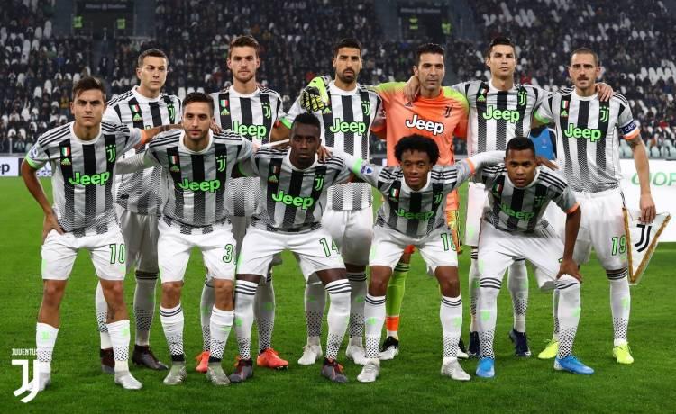 Juventus sorprendió con su indumentaria ante Genoa
