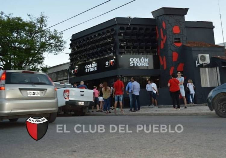 Colón de Santa Fe y Kelme inauguraron la tienda oficial