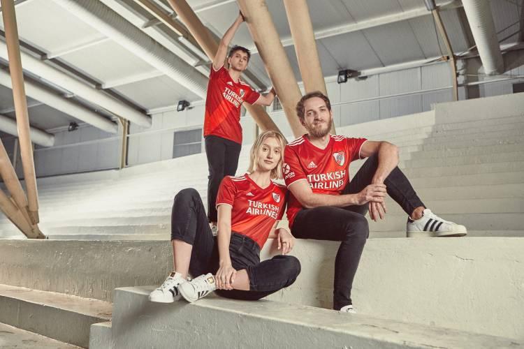 Adidas lanzó la nueva camiseta suplente de River Plate
