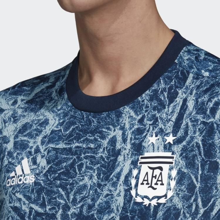 Adidas presenta la nueva camiseta prematch de Argentina
