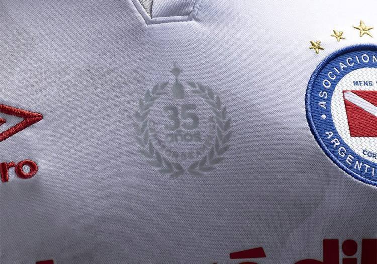 Umbro presenta la nueva camiseta suplente de Argentinos Juniors