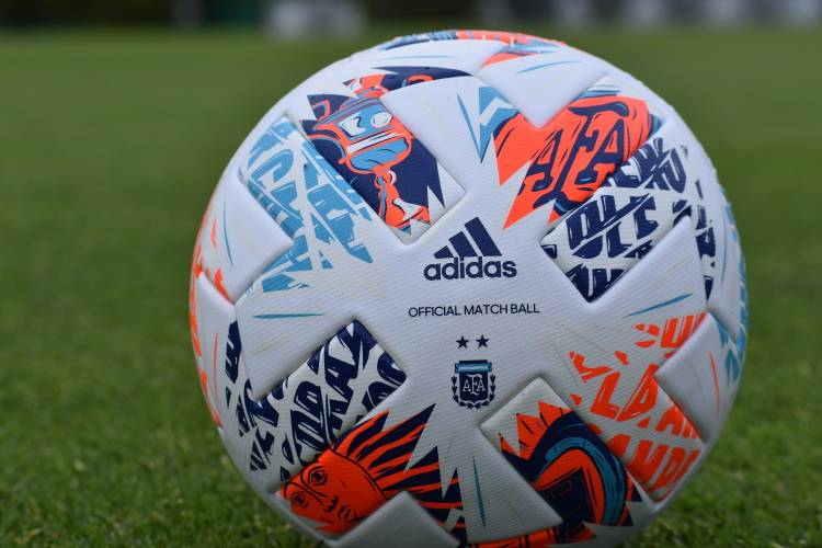 Adidas presentó la pelota de la final de la Copa Diego Armando Maradona